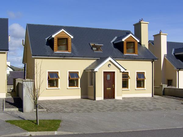 NUMBER 7 GORTEEN, family friendly, with a garden in Annascaul, County Kerry, Ref 3936 - Image 1 - Annascaul - rentals