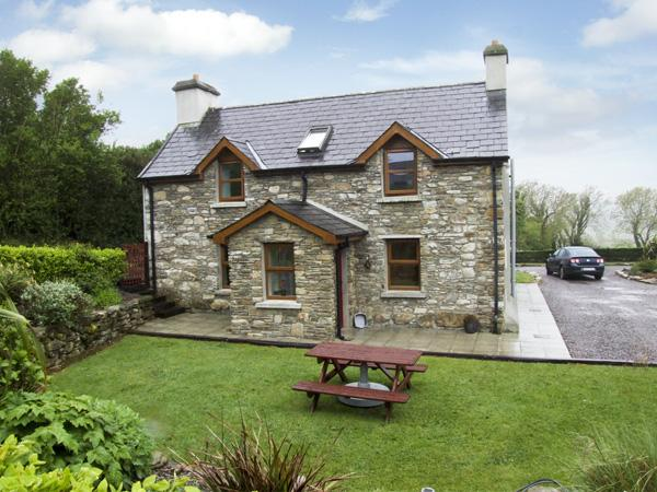 AN GRIANAN, pet friendly, country holiday cottage, with a garden in Clonakilty, County Cork, Ref 4043 - Image 1 - Clonakilty - rentals