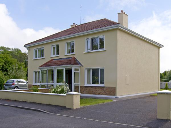 TI MHAIRIN, pet friendly, with a garden in Oughterard, County Galway, Ref 4047 - Image 1 - Oughterard - rentals