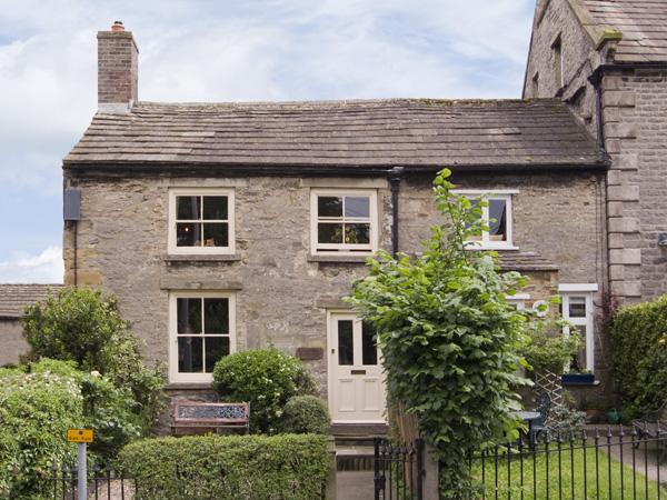 CARTMEL COTTAGE, pet friendly, country holiday cottage, with a garden in Middleham, Ref 4129 - Image 1 - Middleham - rentals