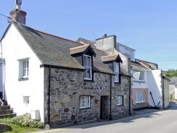 CHIRGWIN COTTAGE, family friendly, character holiday cottage, with a garden in Newlyn, Ref 4077 - Image 1 - Newlyn - rentals
