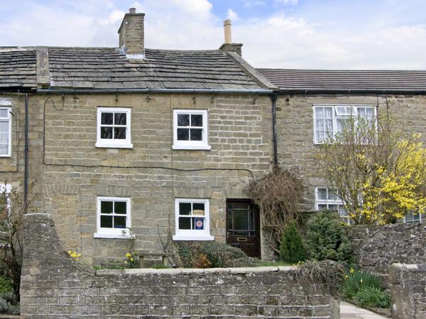 SUNNYMEDE, pet friendly, country holiday cottage, with a garden in Masham, Ref - Image 1 - Masham - rentals