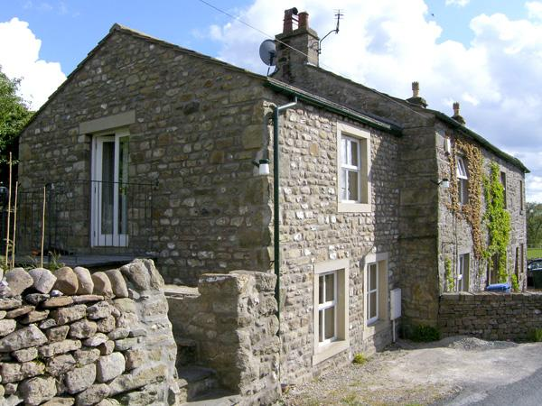 CARN COTTAGE, romantic, character holiday cottage, with open fire in Long Preston, Ref 3979 - Image 1 - Long Preston - rentals