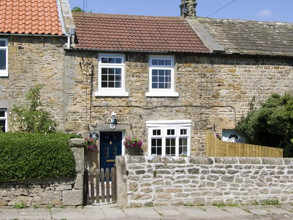 PEACE COTTAGE, pet friendly, character holiday cottage, with a garden in Stainton, Ref 3983 - Image 1 - Barnard Castle - rentals