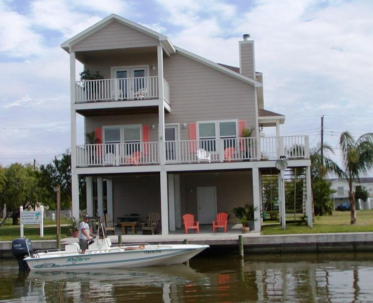 Beautiful bay views with premier fishing, lighted fishing dock and boat ramp. - Coastal Class Waterfront Fishing, Beach, Comm Pool - Rockport - rentals