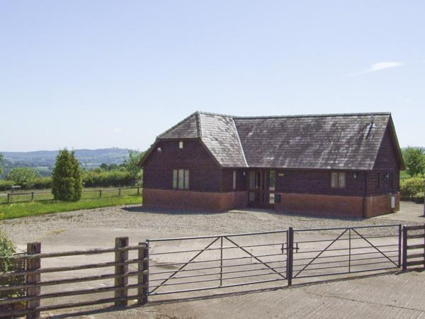 HILL FARM COTTAGE, pet friendly, character holiday cottage, with a garden in Abbey Dore, Ref 4115 - Image 1 - Hereford - rentals