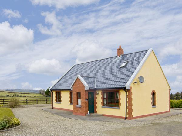 EDEN LODGE COTTAGE, family friendly, country holiday cottage, with a garden in Ennis, County Clare, Ref 4162 - Image 1 - Ennis - rentals