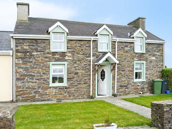 GOLF VIEW FARMHOUSE, family friendly, country holiday cottage, with a garden in Skibbereen, County Cork, Ref 4177 - Image 1 - Skibbereen - rentals