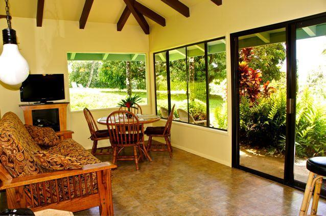 picture windows a skylight - Maui Dream Cottage, Enjoy Maui for $160 Per Night - Haiku - rentals