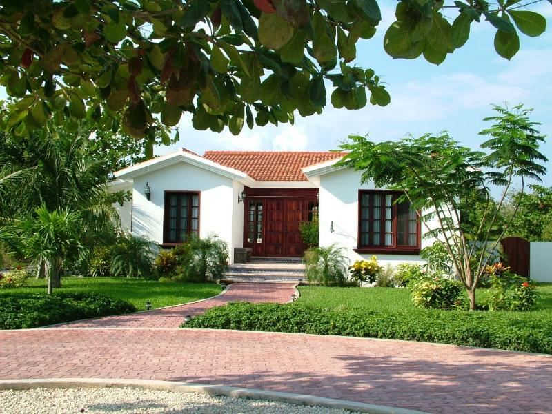 Front view of Esperanza - Colonial Mexico in the Heart of the Caribbean - Akumal - rentals