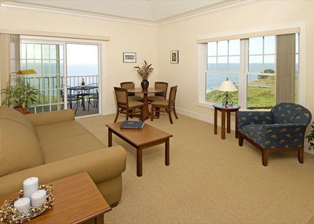 Living Room - Cliffside Resort Greenport Luxurious Waterfront Condo- with Pool! - Greenport - rentals
