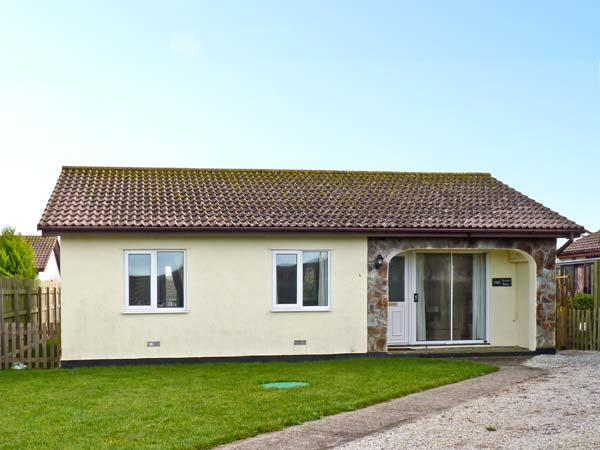 SEVEN BAYS, pet friendly, with a garden in St Merryn Near Padstow, Ref 3954 - Image 1 - Saint Merryn - rentals
