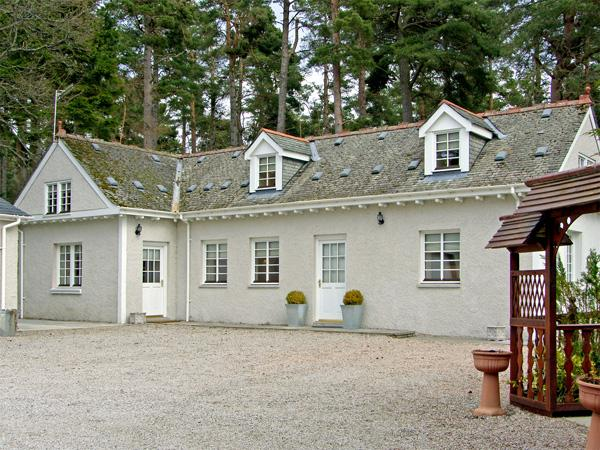 DUNSTAFFNAGE COTTAGE, family friendly, country holiday cottage, with a garden in Grantown-On-Spey, Ref 3958 - Image 1 - Grantown-on-Spey - rentals