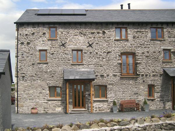 ETLAND HOUSE, pet friendly, character holiday cottage, with a garden in Preston Patrick, Ref 3784 - Image 1 - Kirkby Lonsdale - rentals