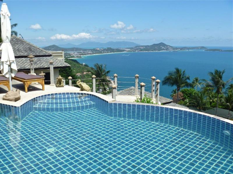 Views of the upper pool and Chaweng Bay - Villa Lomchoy - Spectacular views from home & pool - Chaweng - rentals