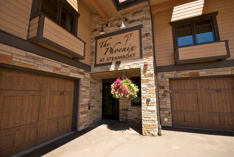 The Phoenix #212 Largest 4 bed/4 bath in complex. Just across the street from gondola - Steps to gondola- Sleeps 11-17,  FREE NIGHT. - Steamboat Springs - rentals