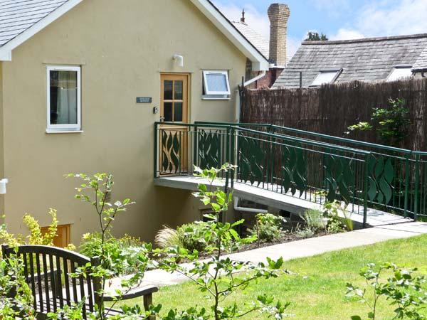 THE SCHOOLHOUSE BREWHOUSE, family friendly, country holiday cottage, with hot tub in Bishops Castle, Ref 4140 - Image 1 - Bishops Castle - rentals