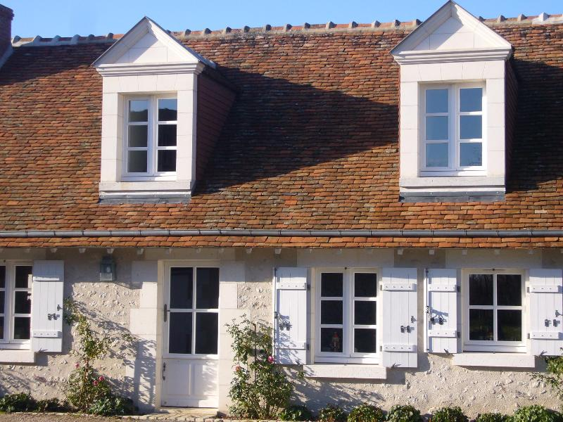 Main Facade with Dormants - A Cosy French Cottage in the Grand Chateaux Area - Chitenay - rentals