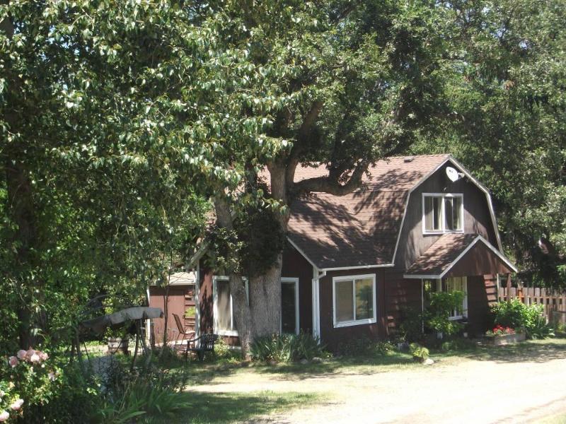 Country Cottage - Ashland, Oregon - Cottage Rental with Broadband Internet - Close to Trails, Ponds - Little Creek Ranch Cottage and Garden Studio - Ashland - rentals