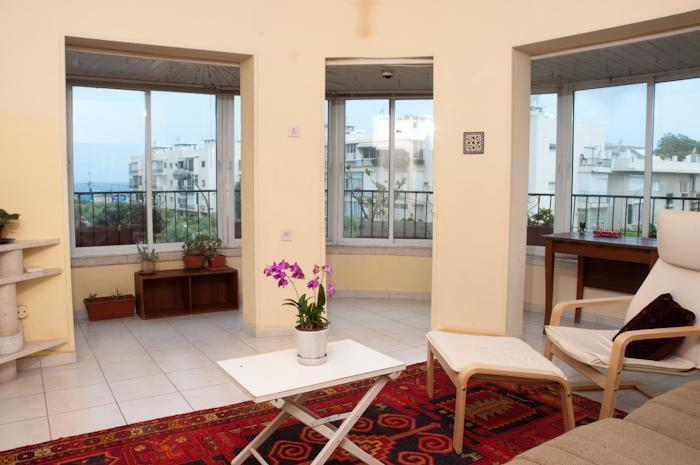 living room  with view of the sea - Sea view from the living room Tel Aviv  Ben Yehuda - Tel Aviv - rentals