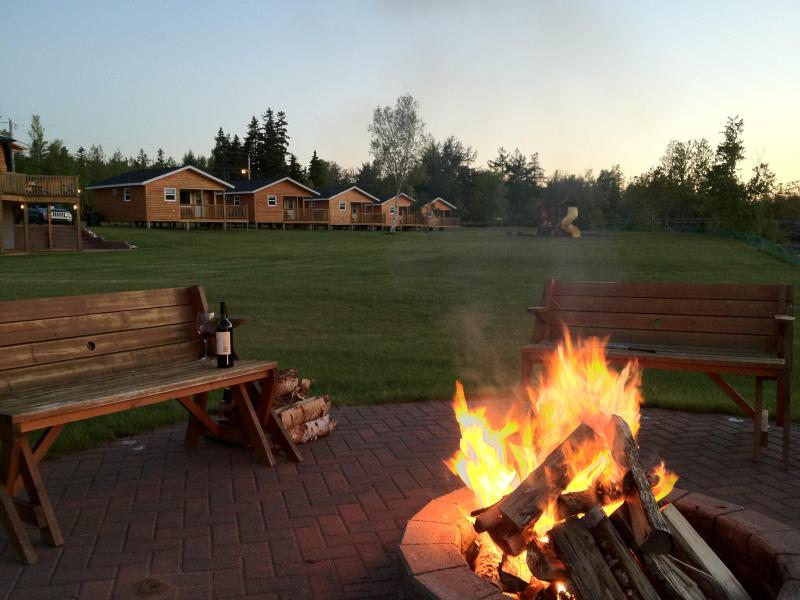 Enjoy a glass of wine by the fire pit in the evening - Ocean Acres Cottages & Campground - Murray Harbour - rentals