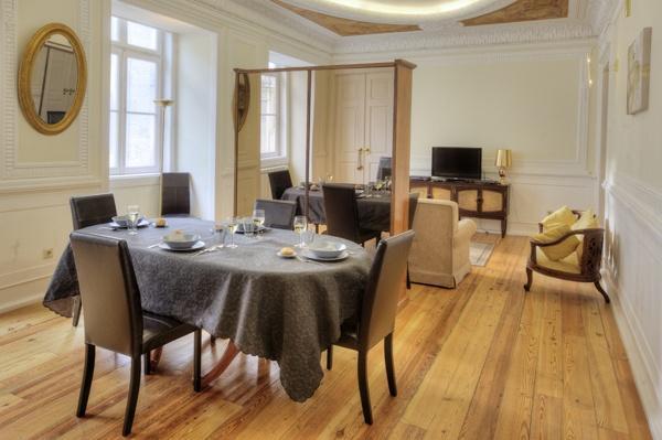 Apartment in Lisbon 200 - Chiado - managed by travelingtolisbon - Image 1 - Lisbon - rentals