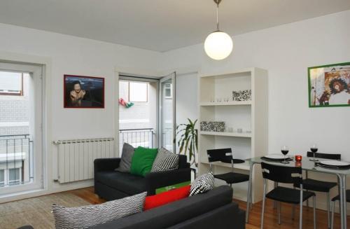 Apartment in Lisbon 57 - Bairro Alto - managed by travelingtolisbon - Image 1 - Lisbon - rentals