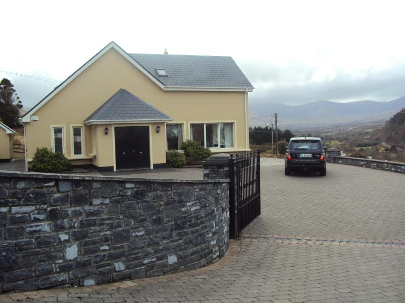Castle View House Walking distance to the village of Glenbeigh - Castle View House ,Ring of Kerry, sleeps 12 Luxury - Glenbeigh - rentals