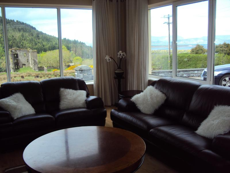 Sitting Room: Great views of the Castle and of Rossbeigh beach. 5 min. walk to the village .. - Castle View House ,Ring of Kerry, sleeps 12 Luxury - Glenbeigh - rentals