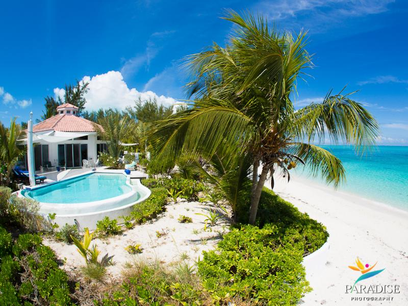 Villa Oasis on the Beach in Grace Bay. Location and views are incredible! - Villa Oasis - an incredible hexagon shaped villa on the beach in Grace Bay - Providenciales - rentals