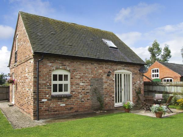IVY COTTAGE, pet friendly, character holiday cottage, with a garden in Hollington, Derbyshire, Ref 4180 - Image 1 - Hollington - rentals