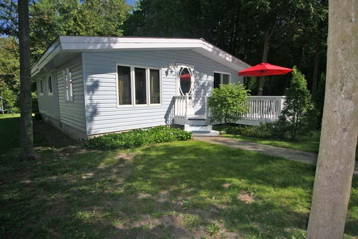 Bungalow In Blue cottage (#623) - Image 1 - Kincardine - rentals