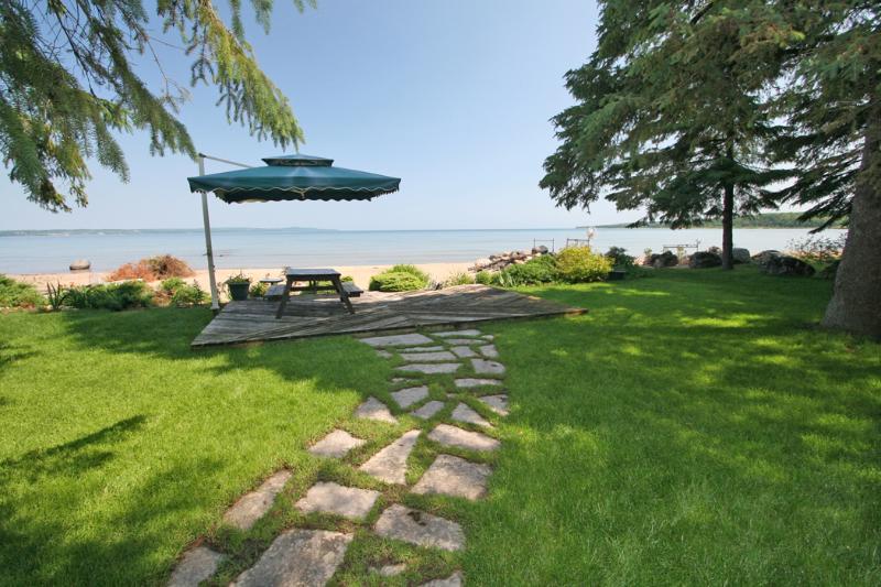 Cedar Lane cottage (#631) - Image 1 - Owen Sound - rentals