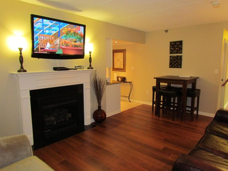 Living Area - No Fire Damage! In Town With Spectacular View-Walk to the Parkway! - Gatlinburg - rentals