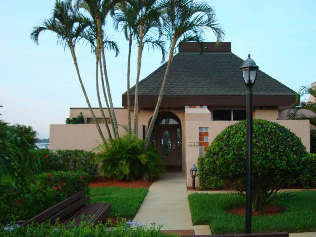Outside of Villa - Waterfront Villa with Private Dock - Port Saint Lucie - rentals
