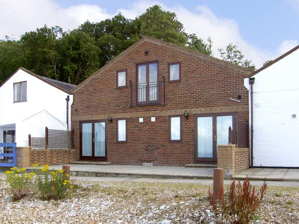 STARBOARD, pet friendly in Yarmouth, Isle Of Wight, Ref 4220 - Image 1 - Yarmouth - rentals