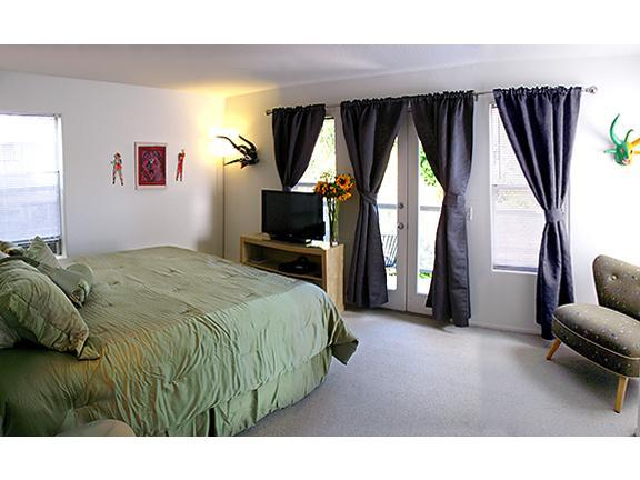 Master Bedroom with private balcony overlooking our lush garden patio - Famly Friendly, huge 3-BR, balconies, steps 2 sand - Los Angeles - rentals