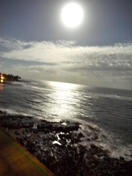 View  & picture from lanai, full moon - Kauai, Poipu Beach - 20 feet from water's edge - Koloa - rentals
