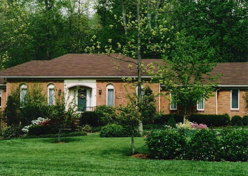 Late Spring view of home - Awesome home in the heart of Bluegrass Country! - Louisville - rentals