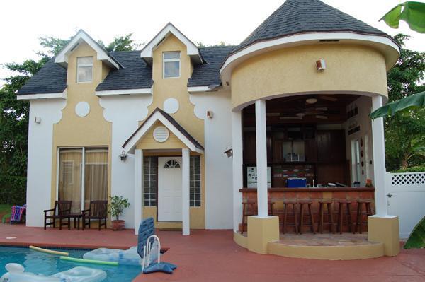 Exterior View - Brownstone's Sunset Loft - Nassau - rentals