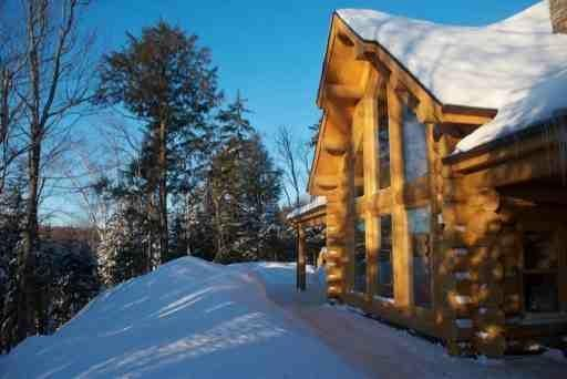 the lakehouse in winter - The Lakehouse, luxury lakeside log home. - Saint Sauveur des Monts - rentals