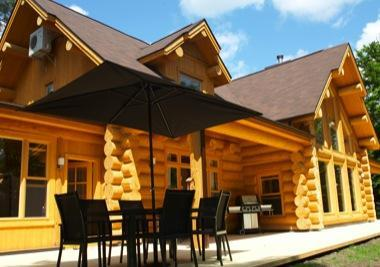 the lakehouse in summer - ChaletsOasis luxury lakeside log home - Saint Sauveur des Monts - rentals