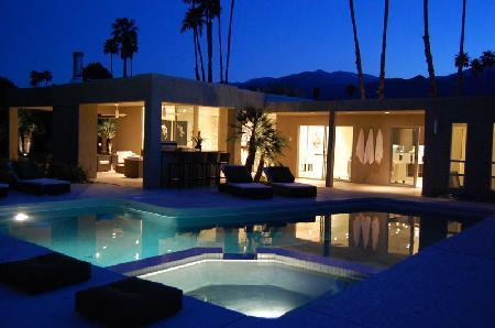 Silver Orchid features chic décor, spacious indoor/outdoor living areas, pool & jacuzzi - Image 1 - Palm Springs - rentals