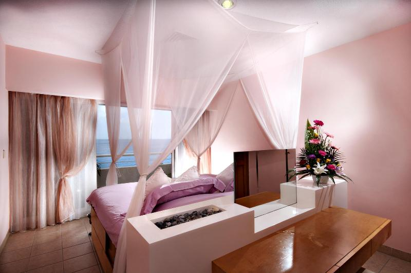 The most romantic oceanfront bedroom on the island! - The most romantic condo on the island! Miramar 403 - Cozumel - rentals