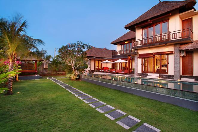 villa pool view and gardens - BALANGAN BEACH VILLA Ocean Views & Famous Surfing - Jimbaran - rentals