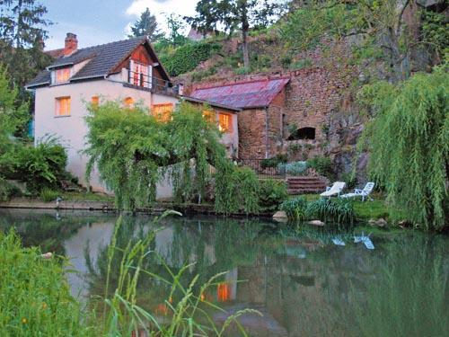 Our Burgundy rental house along the river Armancon - 2 bedrooms, 3 bathrooms - DISCOUNTS! Riverfront House in Old-World Burgundy - Semur-en-Auxois - rentals