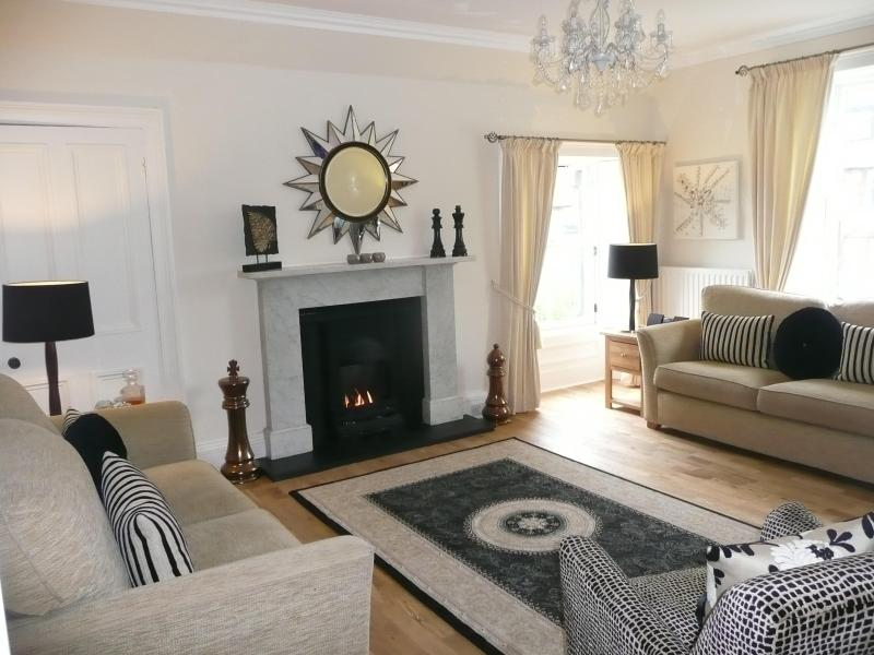 Lovely sittingroom with dual aspect windows - WINNER - AARAN HAVEN, 3 bedrms, sleeps 6, 5 stars. - North Berwick - rentals