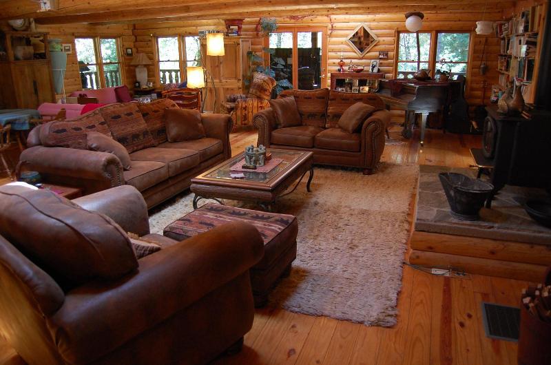 Great Room - PAPA BEAR'S LODGE.. a log cabin retreat - Nevada City - rentals