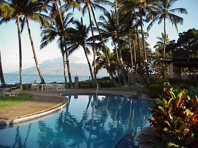 Pool and Pavilion, Next to the Beach and Ocean, Lounge Chairs, Tables/Chairs, Kitchen, Charcoal BBQ - Maui Rendezvous Ekahi33A, Lux Wailea, Beach-3min - Wailea - rentals