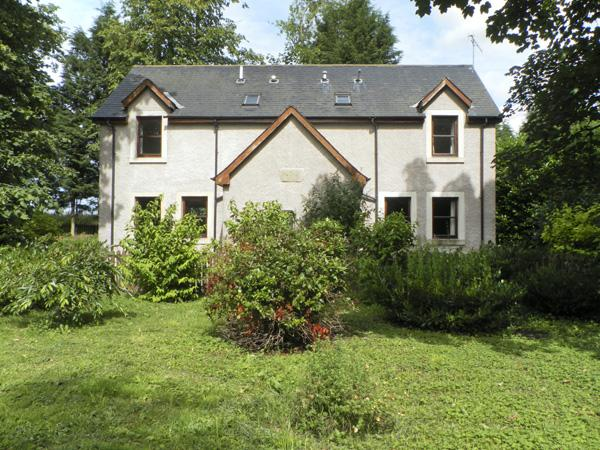 GARDENER'S COTTAGE, pet friendly, country holiday cottage, with a garden in Chirnside, Ref 4276 - Image 1 - Chirnside - rentals